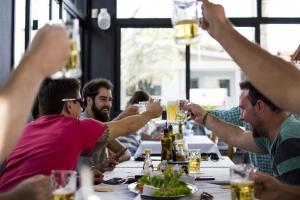 Hygge | Zeit mit Freunden und Familie verbringen | Gutes Essen